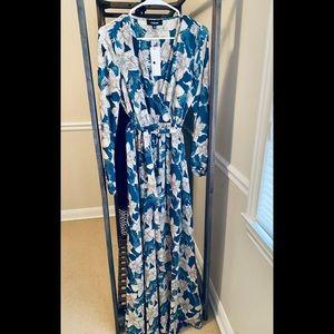 Women's Maxi Dress Size S 🎁belted w sheer sleeve